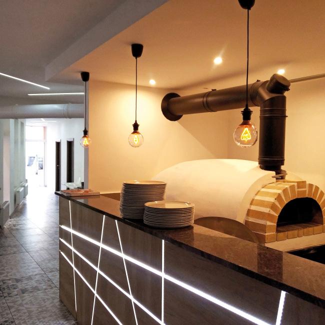 1176 realizace pizza pece v restauraci Like-it Modřice